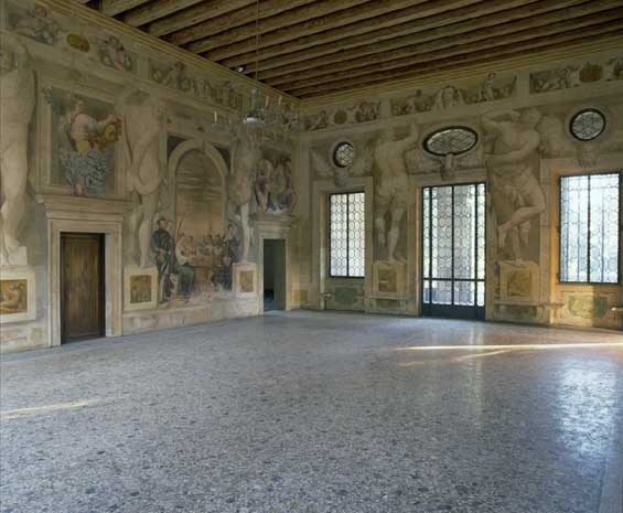 Villa Caldogno central hall